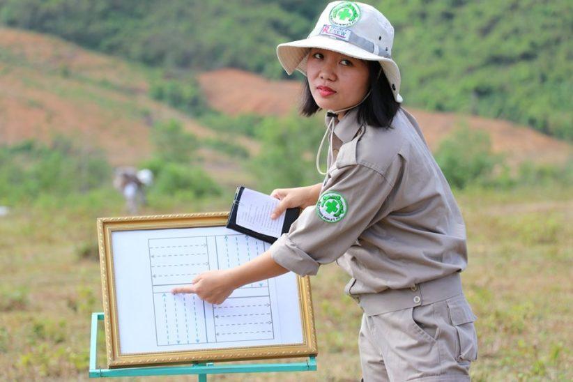 Linhs giving a Technichal Survey demo at a regional Cluster Munition Remnant Survey workshop in August 2019.